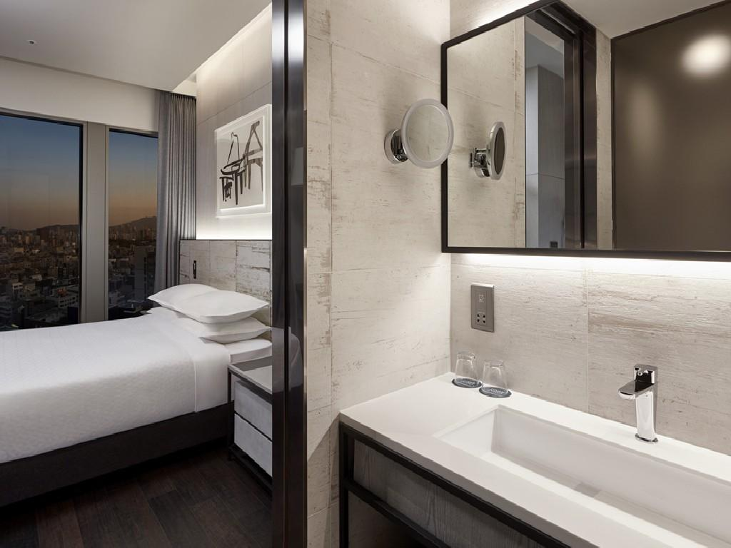 Bathroom for standard room, premier room